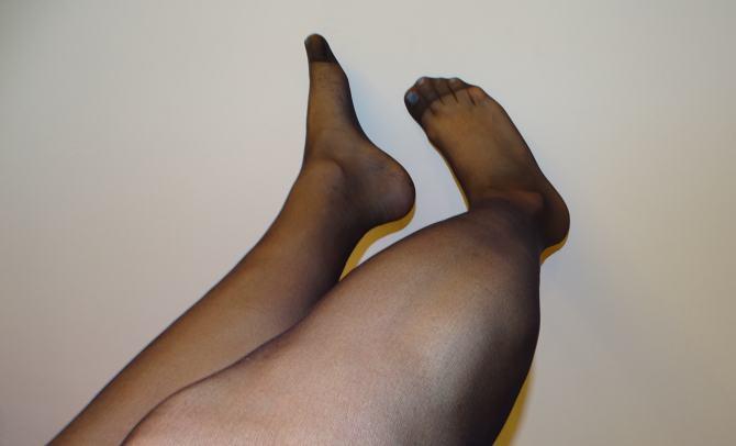 white_nails_black_pantyhose_20den_22